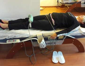 Decompresie Vertebrală la Cald cu Infraroșu, Miostimulare Abdominali, Proiector Infraroșu Genunchi Bilateral